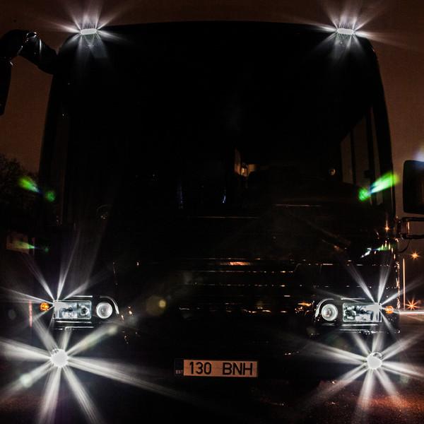 Globuss - Peobuss, bussi esiots pimedas, bussi esituled kiirgamas